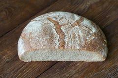 Żyto chleb na drewnianym tle fotografia royalty free