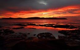 Żywa czerwień świtu sceny perły plaża Australia Zdjęcia Royalty Free