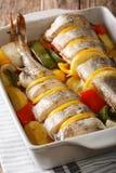 Żywienioniowego jedzenia menchii dorsz piec z warzywami i cytryną w bakin fotografia stock