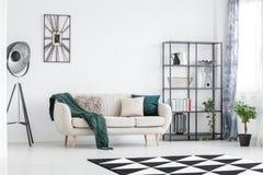 Żywy izbowy projekt z dekoracjami obrazy royalty free