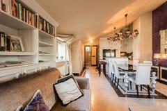 żywy pokój z kanapą obrazy royalty free