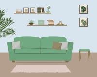 Żywy pokój z zieloną kanapą Obrazy Royalty Free