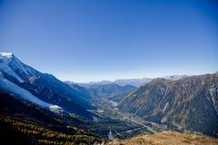 Żywy słońce w górach w szwajcarach blisko Genewa, niebieskiego nieba, Eurone natury, kamieni i świeżego powietrza snowly, Switzer zdjęcia stock