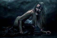 Żywy trup kobieta, horroru tło dla Halloween pojęcia i książkowa pokrywa, kosmos kopii Zdjęcie Royalty Free