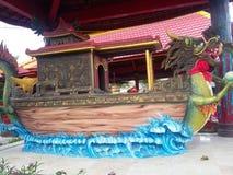 Άγαλμα βαρκών δράκων στοκ εικόνα με δικαίωμα ελεύθερης χρήσης