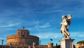 Άγαλμα ενός αγγέλου στη γέφυρα Sant Angelo στη Ρώμη, Ιταλία Στοκ Εικόνες