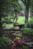 Άγαλμα κήπων στο πάρκο Στοκ φωτογραφία με δικαίωμα ελεύθερης χρήσης