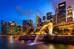 Άγαλμα και εικονική παράσταση πόλης Merlion στη Σιγκαπούρη Στοκ Εικόνες