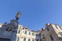 Άγαλμα και θόλος στοκ φωτογραφία
