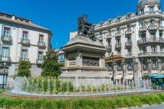 Άγαλμα και πηγή Plaza de ασβέστιο Στοκ Φωτογραφίες
