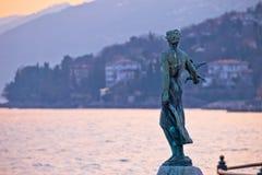Άγαλμα κόλπων Opatija στην άποψη ηλιοβασιλέματος Στοκ φωτογραφία με δικαίωμα ελεύθερης χρήσης