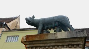 Άγαλμα λύκων με το romulus και το remus στοκ εικόνες