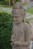 Άγαλμα ο από το Μπαλί Βούδας στον κήπο στοκ εικόνα