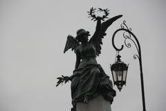 Άγαλμα που αυξάνει την κορώνα, νεκροταφείο Recoleta CABA στοκ εικόνες