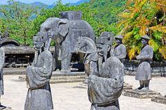 Άγαλμα στον αυτοκρατορικό τάφο Khai Dinh, περιοχή παγκόσμιων κληρονομιών της ΟΥΝΕΣΚΟ του Βιετνάμ χρώματος Στοκ φωτογραφία με δικαίωμα ελεύθερης χρήσης