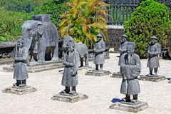 Άγαλμα στον αυτοκρατορικό τάφο Khai Dinh, περιοχή παγκόσμιων κληρονομιών της ΟΥΝΕΣΚΟ του Βιετνάμ χρώματος Στοκ φωτογραφίες με δικαίωμα ελεύθερης χρήσης