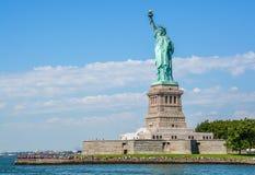 Άγαλμα της ελευθερίας σε μια ηλιόλουστη ημέρα, Νέα Υόρκη Στοκ Φωτογραφίες