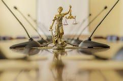 Άγαλμα της κυρίας Justice στη αίθουσα συνδιαλέξεων θορίου Στοκ Φωτογραφία