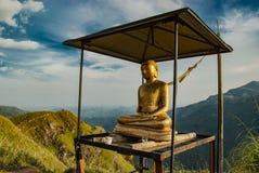Άγαλμα του Βούδα στην αιχμή του μικρού Adam στη Ella στοκ φωτογραφία με δικαίωμα ελεύθερης χρήσης