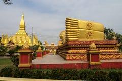 Άγαλμα του Βούδα ύπνου σε Wat Pha που ναός Luang σε Vientiane, Λάος στοκ εικόνες με δικαίωμα ελεύθερης χρήσης
