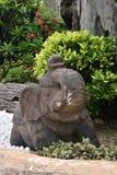Άγαλμα του ελέφαντα στον κήπο στοκ φωτογραφίες με δικαίωμα ελεύθερης χρήσης