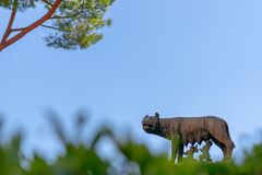 Άγαλμα του λύκου Capitoline που ταΐζει Romulus και Remus στη Ρώμη, Ita στοκ φωτογραφία
