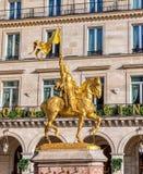 Άγαλμα του Joan του τόξου Place des Pyramides στο Παρίσι στοκ εικόνες με δικαίωμα ελεύθερης χρήσης