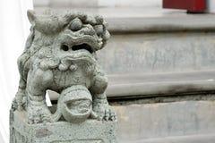 Άγαλμα του Leo στα σκαλοπάτια του ναού στοκ φωτογραφία με δικαίωμα ελεύθερης χρήσης