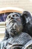 Άγαλμα του ST John ` s μπροστά από τη βασιλική καθεδρικών ναών του ST John ` s Στοκ φωτογραφία με δικαίωμα ελεύθερης χρήσης