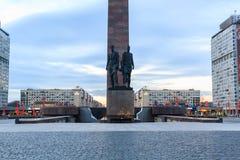 Άγαλμα των στρατιωτών που βαδίζουν στον πόλεμο στο μνημείο στον ηρωικό Στοκ φωτογραφία με δικαίωμα ελεύθερης χρήσης