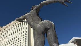 Άγαλμα χορού ευδαιμονίας σε Toshiba Plaza στο Λας Βέγκας - ΗΠΑ 2017 απόθεμα βίντεο