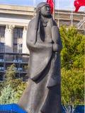 Άγαλμα Apache Chiricahua στο κράτος Capitol της Οκλαχόμα - εφ' όσον ρέουν τα νερά Στοκ Εικόνα