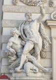 Άγαλμα Hercules που σκοτώνει τον αετό και που ελευθερώνει το PROMETHEUS από το Josef αμελή, παλάτι Hofburg στοκ εικόνα