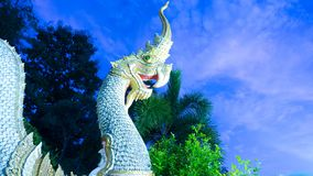 Άγαλμα Naga στον τρόπο επάνω ο ναός Στοκ Φωτογραφίες
