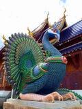 Άγαλμα Peacock στο κρησφύγετο Chiangmai Ταϊλάνδη απαγόρευσης Wat στοκ φωτογραφίες