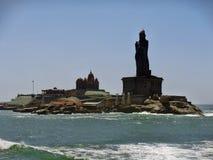 Άγαλμα Thiruvalluvar & μνημείο βράχου Vivekananda σε Kanyakumari στοκ εικόνα