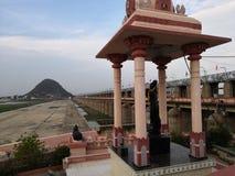 Άγαλμα veni Krishna κοντά στον κόλπο του φράγματος ποταμών Krishna prakasham στοκ φωτογραφίες
