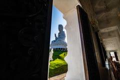 Άγαλμα Yin Guan στο πλαίσιο παραθύρων στοκ εικόνα με δικαίωμα ελεύθερης χρήσης