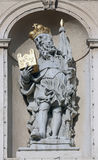 Άγαλμα Αγίου στην μπαρόκ εκκλησία Jesuits στη Βιέννη στοκ εικόνα με δικαίωμα ελεύθερης χρήσης