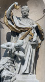 Άγαλμα Αγίου στην μπαρόκ εκκλησία Jesuits στη Βιέννη στοκ εικόνες