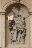 Άγαλμα Αγίου στην μπαρόκ εκκλησία Jesuits στη Βιέννη στοκ φωτογραφίες