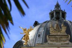 Άγαλμα αγγέλου ανεξαρτησίας που βρίσκεται στο μουσείο LE Petit Palais στον κήπο Γαλλία Παρίσι Στοκ εικόνα με δικαίωμα ελεύθερης χρήσης