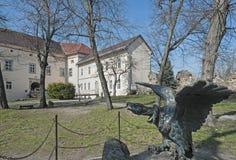Άγαλμα αετών χαλκού Turul του Uzhhorod Castle Ungvar στην Ουκρανία 2 Στοκ Εικόνα