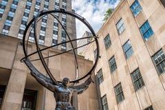 Άγαλμα ατλάντων στη Πέμπτη Λεωφόρος στην της περιφέρειας του κέντρου πόλη της Νέας Υόρκης Στοκ Εικόνες