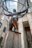 Άγαλμα ατλάντων στη Πέμπτη Λεωφόρος στην της περιφέρειας του κέντρου πόλη της Νέας Υόρκης Στοκ Φωτογραφίες