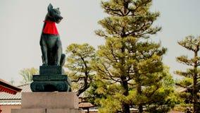 Άγαλμα αλεπούδων στη λάρνακα Fushimi Inari Στοκ Φωτογραφία