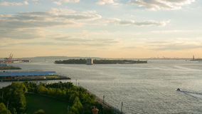 Άγαλμα γεφυρών του Μπρούκλιν του χρονικού σφάλματος άποψης ελευθερίας 4k από το nyc απόθεμα βίντεο