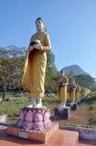 Άγαλμα εικόνας του Βούδα Tai TA Ya στο μοναστήρι Στοκ εικόνα με δικαίωμα ελεύθερης χρήσης