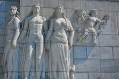 Άγαλμα ενός γυμνού άνδρα που κρατά τη γυναίκα δύο Στοκ Εικόνες