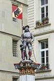 Άγαλμα ενός ιππότη στην παλαιά πόλη της Βέρνης, Ελβετία Στοκ Εικόνα